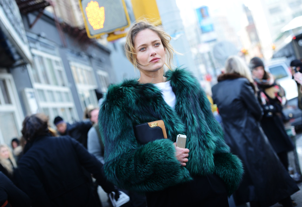 street-style-colorful-fur-jackets-05