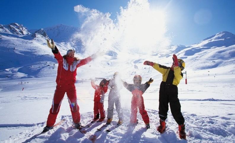 Как выбрать зимний комбинезон ребенку?