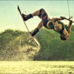 Как выбрать водные лыжи и доску для вейкбординга