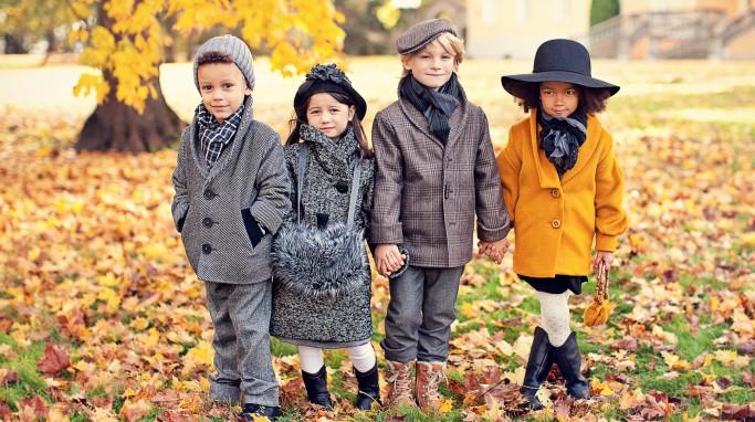 дети в демисезонной одежде