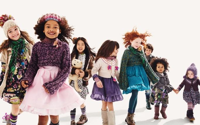 дети в детской одежде