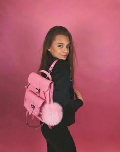 розовый рюкзак кати адушкиной